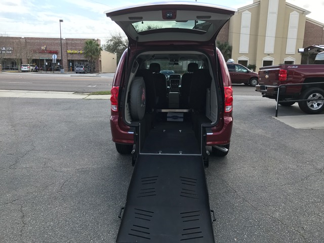 2016 Dodge Grand Caravan - SXT  REAR ENTRY  JUST IN