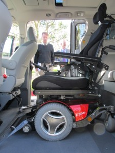 Chris Woodyard checking out the Toyota Sienna with VMI Access360 Northstar
