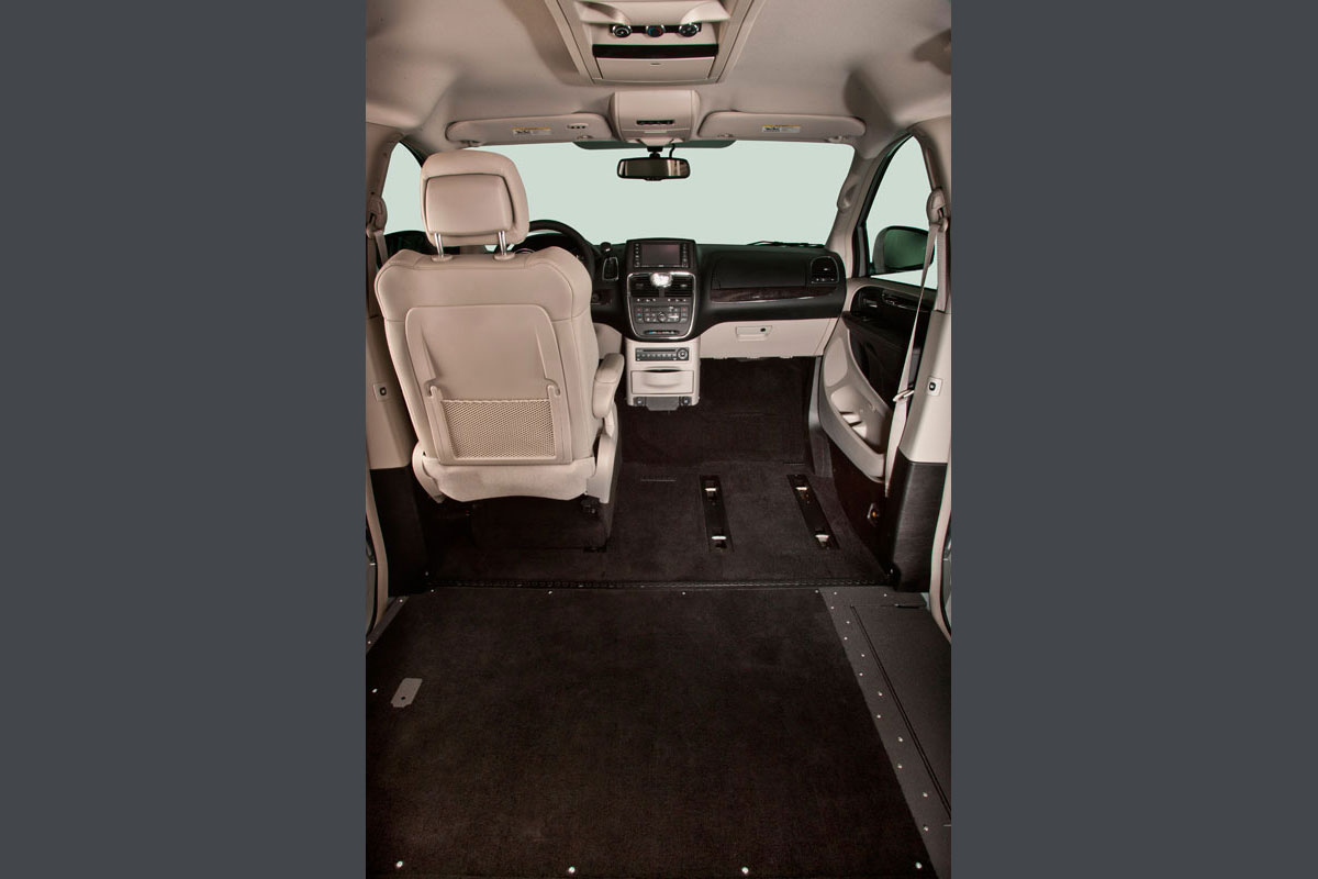 Driver Seat In of Chrysler Town Country Northstar