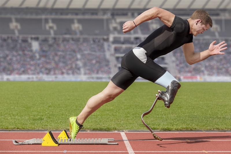 Man With Prosthetic Leg Runs Track